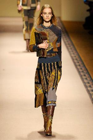 http://assets.elleuk.com/gallery/24946/etro-autumn-winter-2015-look-2__thumbnail.jpg