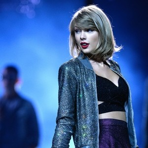 Taylor Swift Demonstrates How To Say 'I Love You' For The First Time